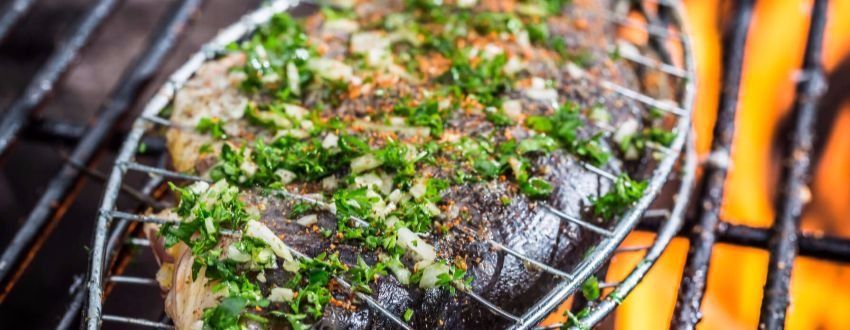 Fische grillen mit Grill Einsatz